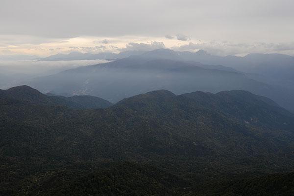 北アルプスには雲がかかる
